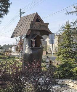 Przydrożna kapliczka św. Anny przy ulicy Szkolnej. Tworóg, powiat tarnogórski.
