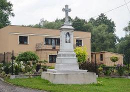 Krzyż przydrożny z 1892 r przy ulicy Powstańców Śląskich. Wojska, gmina Tworóg, powiat tarnogórski.