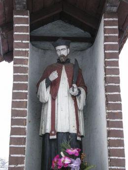 Przydrożna kapliczka z figurą św. Jana Nepomucena. Zbrosławice, powiat tarnogórski.