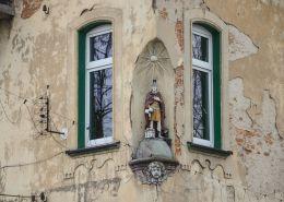 Kapliczka na ścianie budynku. Zabrze, Zabrze.