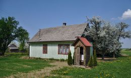 Przydrożna kapliczka domkowa drewniana. Irządze, powiat zawierciański.