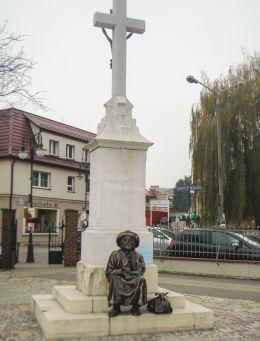 Krzyż z 1881 r. Ufundowany przez cech rzeźniczy, w podziękowaniu za wybudowanie nowej drogi do Wodzisławia, ułatwiającej zbyt ich towarów. Żory, Żory.