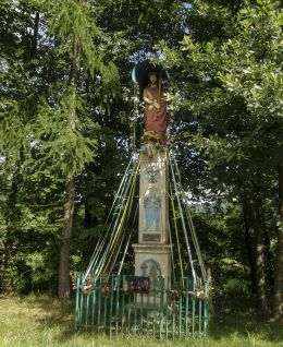 Przydrożna kapliczka kolumnowa. Gilowice, powiat żywiecki.