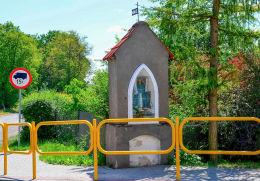 Neogotycka kapliczka z XIX wieku. Barczewo, powiat olsztyński.