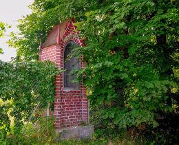 Neogotycka kapliczka z końca XIX w. Bark. gmina Barczewo, powiat olsztyński.