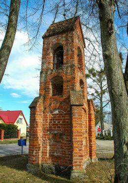 Kapliczka przydrożna z 1877 r. Giedajty, gmina Jonkowo, powiat olsztyński.