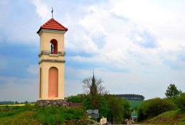 Kapliczka przydrożna, latarnia. Gietrzwałd, powiat olsztyński.