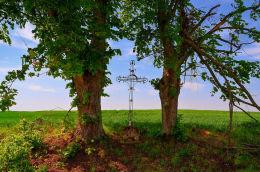 Krzyż przydrożny metalowy. Stare Włóki, Gmina Barczewo, powiat olsztyński.