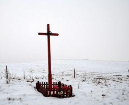 Przydrożny krzyż drewniany. Wilimy, gmina Biskupiec, powiat olsztyński.
