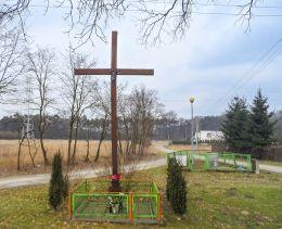 Przydrożny krzyż. Pietronki, gmina Chodzież, powiat chodzieski.