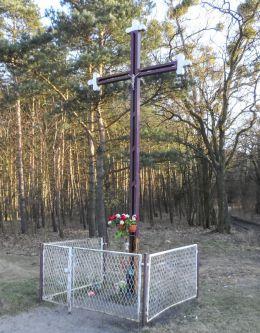 Przydrożny krzyż. Strzelczyki, gmina Szamocin, powiat chodzieski.