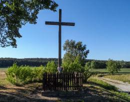 Krzyż przydrożny. Kamionka, gmina Chodzież, powiat chodzieski.