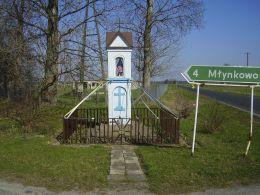 Przydrożna kapliczka murowana. Tarnówko, gmina Połajewo, czarnkowsko-trzcianecki.