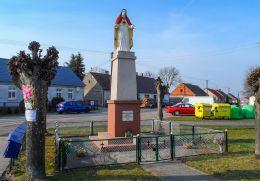 Przydrożna kapliczka z figurą Chrystusa. Brzeźno, gmina Czarnków, czarnkowsko-trzcianecki.