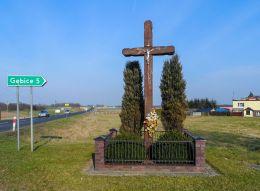 Krzyż przydrożny drewniany. Brzeźno, gmina Czarnków, czarnkowsko-trzcianecki.