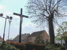 Krzyż przy kościele św. Marii Magdaleny. Czarnków, czarnkowsko-trzcianecki.