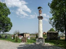 Przydrożna kapliczka kolumnowa z figurą św. Wawrzyńca. Gulcz, gmina Wieleń, czarnkowsko-trzcianecki.