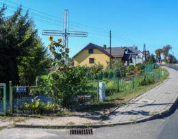 Krzyż przydrożny, ulica Krótka. Kuźnica Czarnkowska, gmina Czarnków, czarnkowsko-trzcianecki.