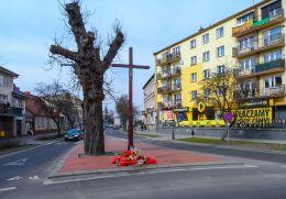 Krzyż przydrożny drewniany. Trzcianka, czarnkowsko-trzcianecki.
