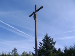 Krzyż misyjny przy kościele św. Jana Chrzciciela. Trzcianka, czarnkowsko-trzcianecki.
