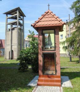 Kapliczka Matki Boskiej przy kościele parafialnym św. Michała Archanioła i Wniebowzięcia NMP. Wieleń, czarnkowsko-trzcianecki.