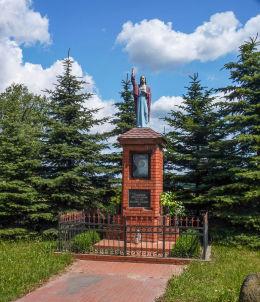 Kapliczka przydrożna ufundowana przez mieszkańców Goślinowa w 1947 r. Goślinowo, gmina Gniezno, powiat gnieźnieński.