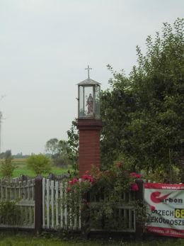 Kapliczka przydrożna z figurą Chrystusa. Gurowo, gmina Niechanowo, powiat gnieźnieński.