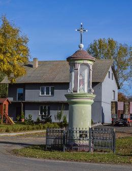 Przydrożna kapliczka słupowa. Jankowo Dolne, gmina Gniezno, powiat gnieźnieński.