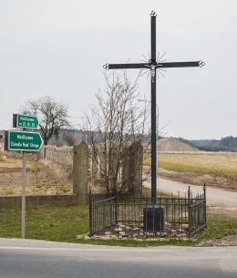 Krzyż przydrożny. Modliszewo, gmina Gniezno, powiat gnieźnieński.