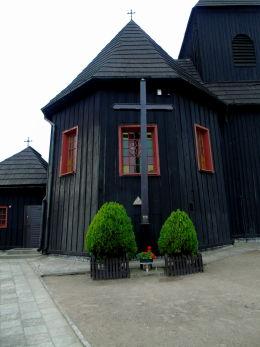 Krzyż misyjny przy kościele św. Jakuba. Niechanowo, powiat gnieźnieński.