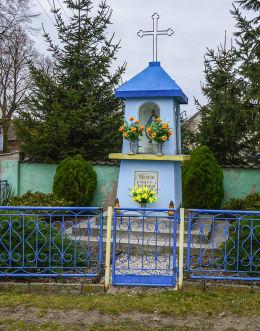 Kapliczka przydrożna przy ulicy Północnej. Pyszczyn, gmina Gniezno, powiat gnieźnieński.