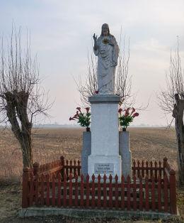Przydrożna kapliczka z figurą Chrystusa. Sokolniki gmina Mieleszyn, powiat gnieźnieński.