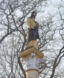 Figura Chrystusa w ogrodzie plebanii. Żytowiecko, gmina Poniec.