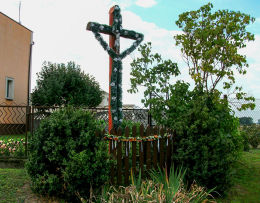 Przydrożny krzyż przy drodze do Granowa. Granówko, gmina Granowo, powiat grodziski.