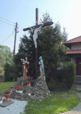 Ukrzyżowanie przy kościele Niepokalanego Poczęcia NMP, dawniej ewangelickim. Kąkolewo, gmina Grodzisk Wielkopolski, powiat grodziski.