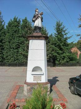 Przydrożna figura św. Jana Nepomucena. Parzęczewo, gmina Kamieniec, powiat grodziski.