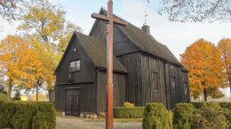 Krzyż przy kościele św. Urszuli. Ruchocice, gmina Rakoniewice, powiat grodziski.