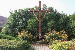 Krzyż przy drodze do Maksymilianowa. Sepno, gmina Kamieniec, powiat grodziski.