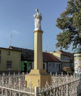 przydrożna kapliczka kolumnowa św. Stanisława Kostki. Wielichowo, powiat grodziski.