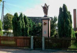 Przydrożna kapliczka, figura Chrystusa. Wilkowo Polskie, gmina Wielichowo, powiat grodziski.