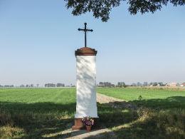 Krzyż przydrożny przy drodze do Łęk Wielkich. Wolkowo, gmina Kamieniec, powiat grodziski.