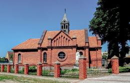 Kapliczka Matki Boskiej przy neogotyckiej kaplicy. Stawiszyn, powiat kaliski.