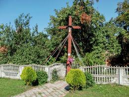 Krzyż przydrożny w centrum wsi. Brońsko, gmina Śmigiel, powiat kościański.