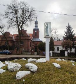 Kapliczka Chrystusa i kościół parafialny św. Katarzyny Aleksandryjskiej. Głuchowo, gmina Czempiń, powiat kościański.