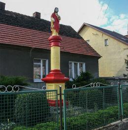 Przydrożna kapliczka kolumnowa z Figurą Chrystusa przy ulicy 3 Maja. Jerka, gmina Krzywiń, powiat kościański.