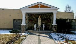 Kapliczka Matki Boskiej przy kościele św. Andrzeja Boboli. Krotoszyn, powiat krotoszyński.