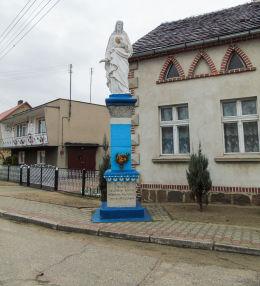 Przydrożna figura Chrystusa z 1909 r. Zniszczona przez Niemców w 1941 r., odbudowana w 1946 r. Brenno, gmina Wijewo, powiat leszczyński.