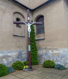 Krzyż misyjny przy kościele św. Jadwigi Śląskiej. Brenno, gmina Wijewo, powiat leszczyński.