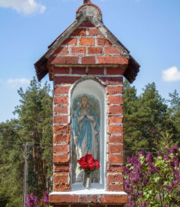 Przydrożna kapliczka Matki Boskiej. Grodzisko, gmina Osieczna, powiat leszczyński.