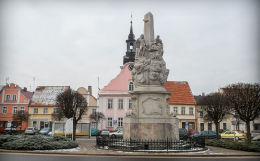 Przydrożna barokowa grupa Trójcy Świętej w Rynku. Rydzyna, powiat leszczyński.